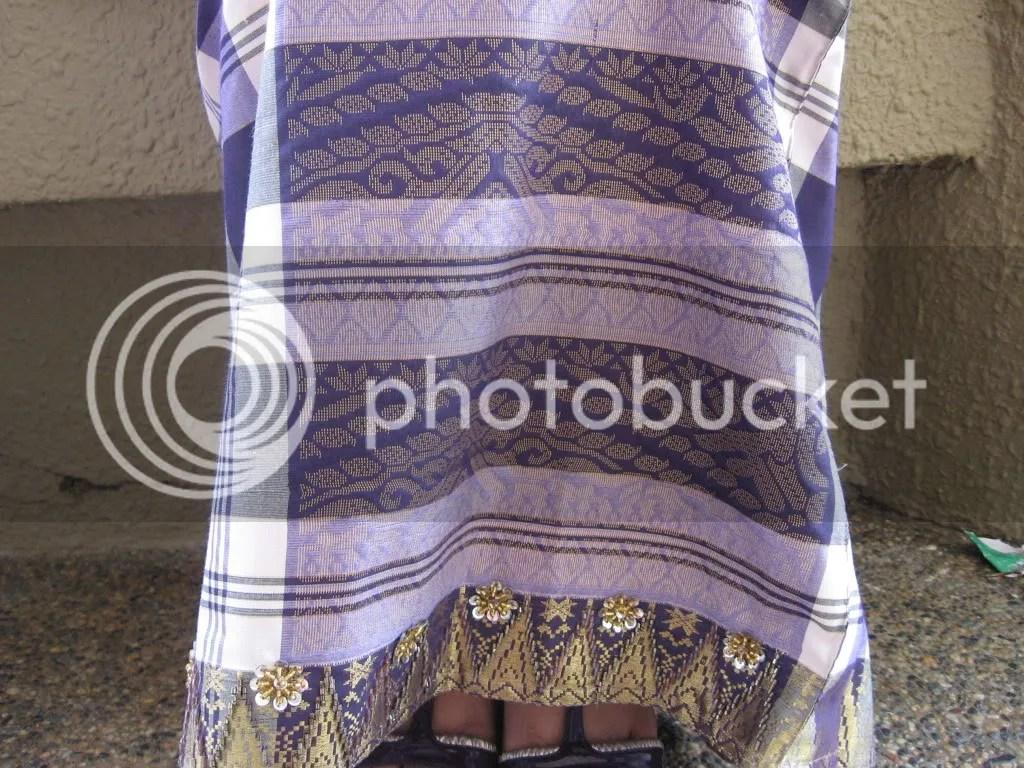 Baju songket kurung pahang. Berona ungu, warna cinta dan bertenun benang emas