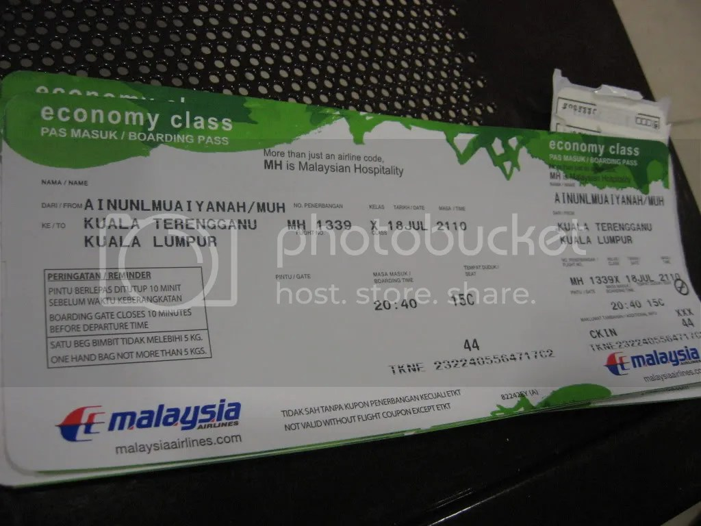 Tiket kapal terbang bersayap putih