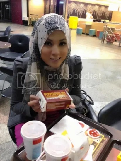 shila amzah makan mcdonals