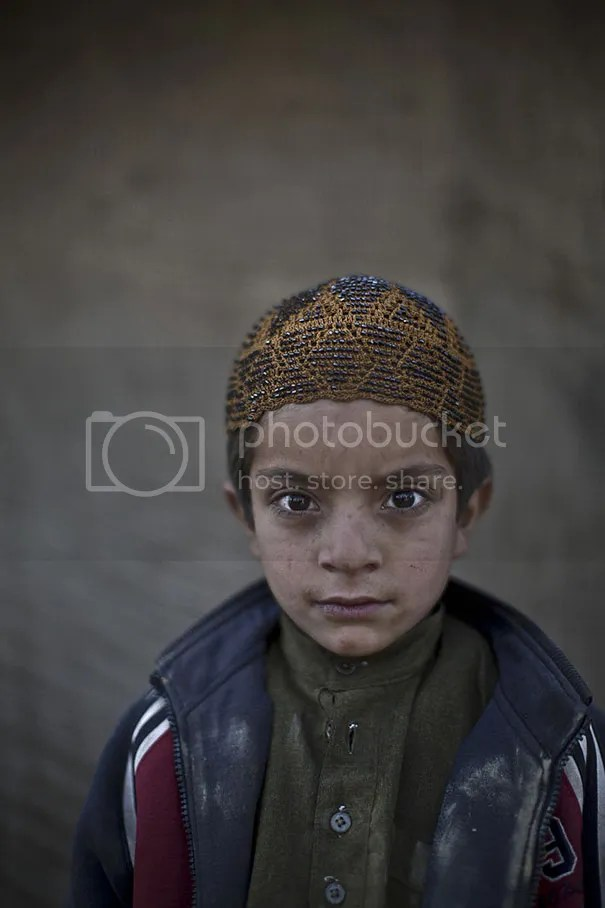 photo afghan-children-refugees-pakistan-muhammed-muheisen-4__605.jpg