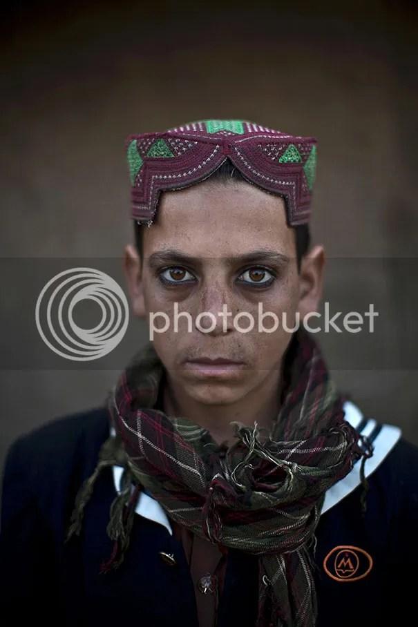 photo afghan-children-refugees-pakistan-muhammed-muheisen-6__605.jpg