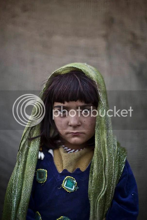 photo afghan-children-refugees-pakistan-muhammed-muheisen-9__605.jpg