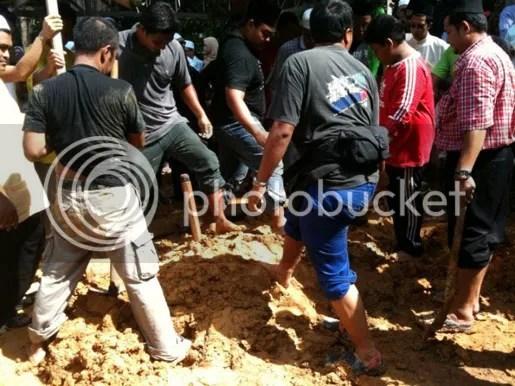 gambar pengkebumian arwah din beramboi