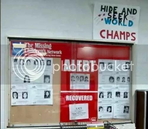 Abajo: Red de Niños Desaparecidos | Arriba: Campeones Mundiales de las Escondidas