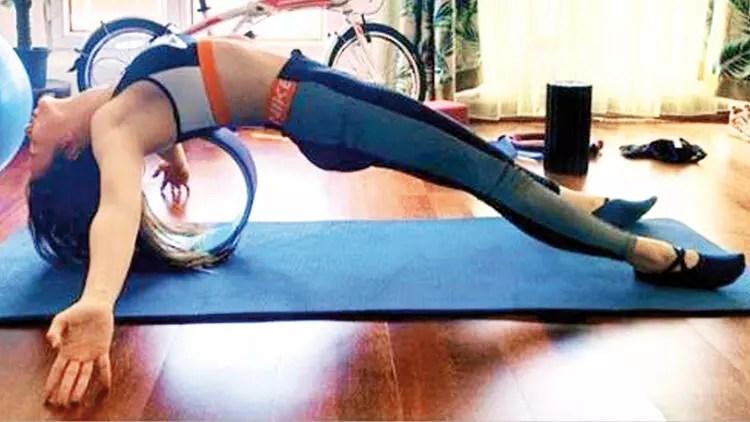 Simge Sağın: Yoga ve meditasyon  yapıyorum 1