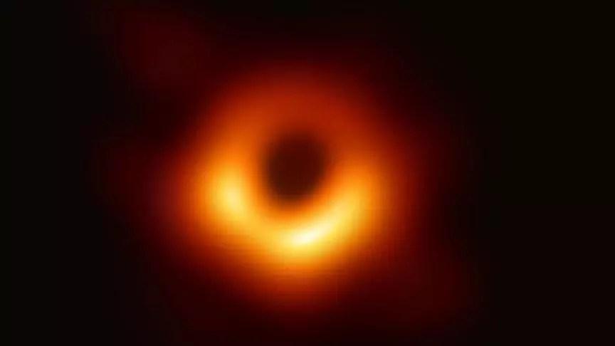 Einstein'ın genel görelilik teorisi kara delik yakınında doğrulandı 1
