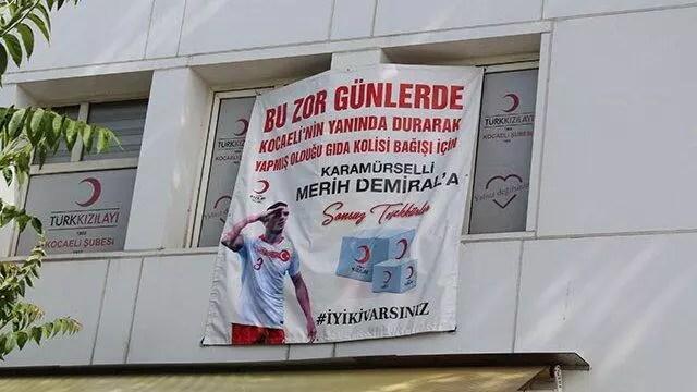 Kızılay'dan Merih Demiral'a teşekkür pankartı! 1