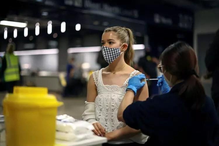 Son dakika: Koronavirüs aşısında yeni yan etki iddiası... Yüzlerce kişi başvurdu!