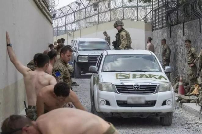 Kabil Havalimanında inanılmaz anlar ABDli askerlerin Afganistanı terk etmeden önceki görüntüleri ortaya çıktı