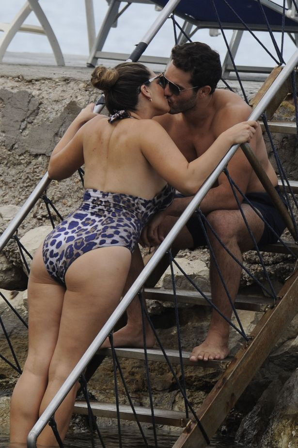 Kelly Brook Flaunts Her Curves In Plunging Swimsuit As
