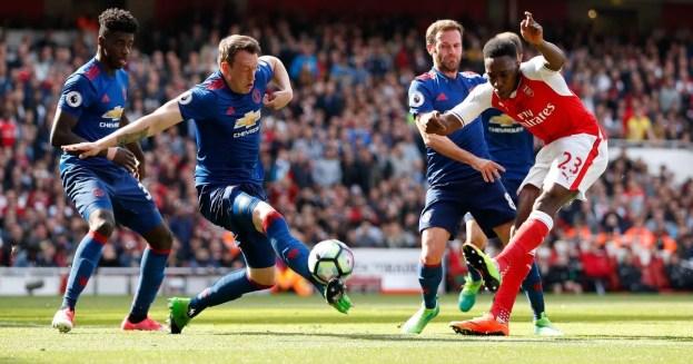 Arsenal Hempaskan Manchester United 2-0