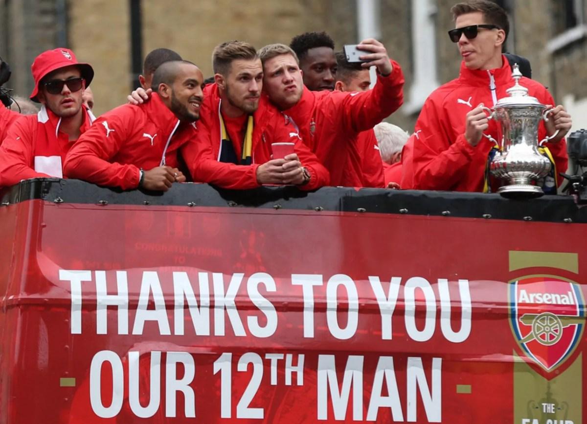 Arsenal players take a selfie