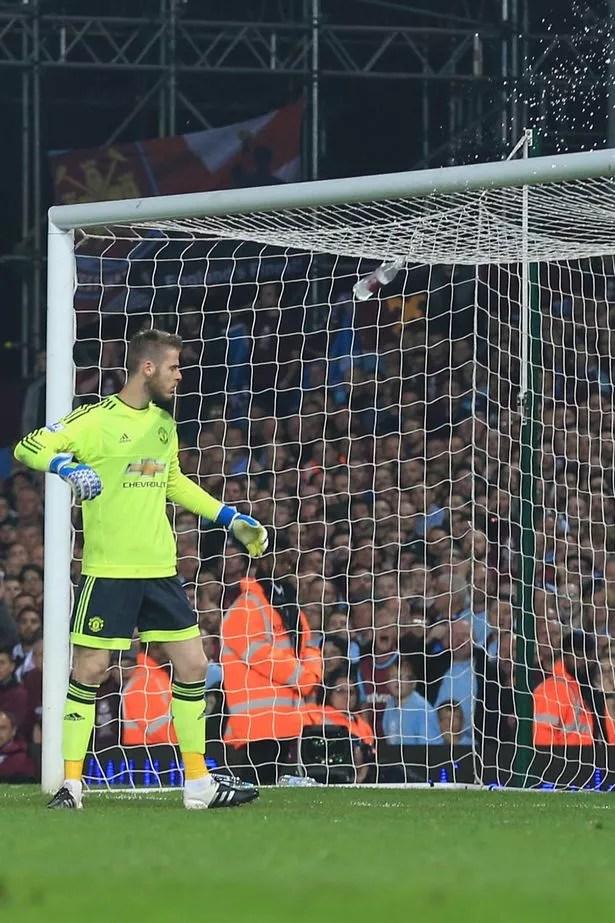 PAY-David-de-Gea Photos: Man Utd keeper, De Gea  hit by bottle during West Ham United match
