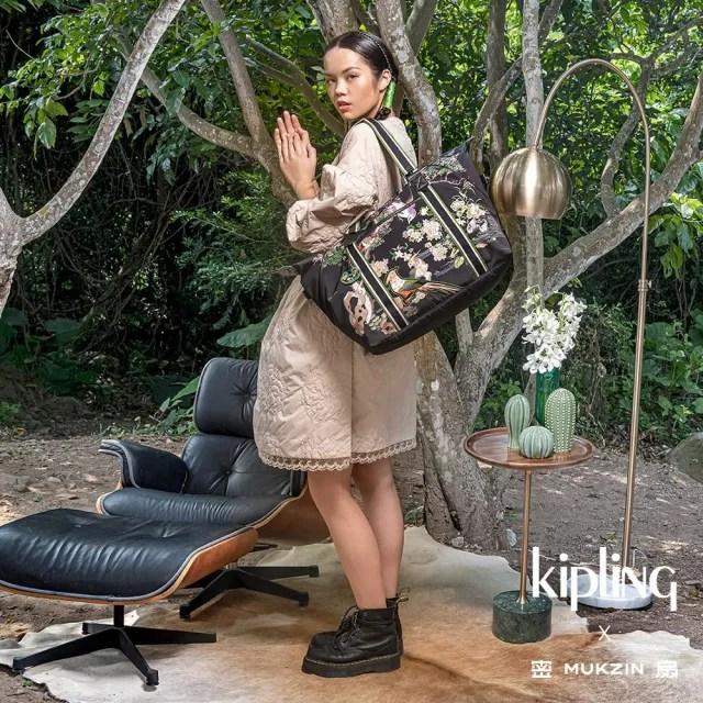 【KIPLING】Kipling X MUKZIN 密扇聯名系列花鳥尋仙-神秘黑色手提側背包-ART M