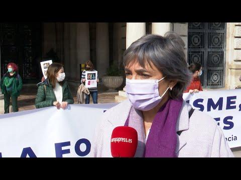 """Feministas en Valencia ven """"lamentable"""" suspender protestas del 8M"""
