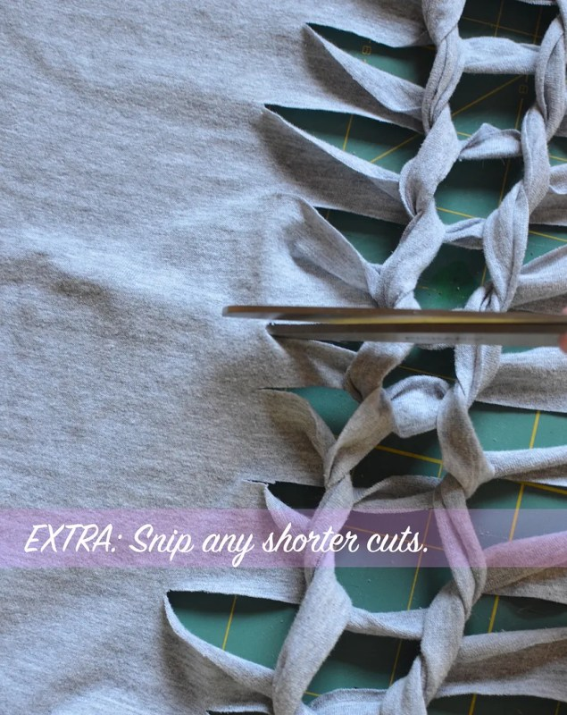 Knotted Tshirt DIY
