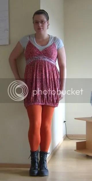 Idag är det klänning från VILA, T-shirt från Cubus och Strumpbyxor från H&M