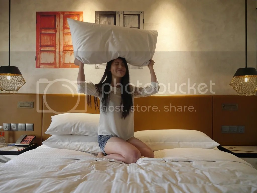 FLUFFY PILLOWS hotel jen tanglin