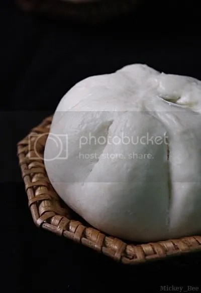 Bánh bao nhân trứng thịt