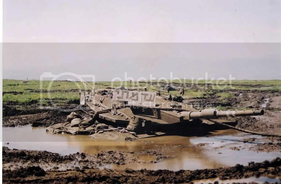 israeli tank in mud