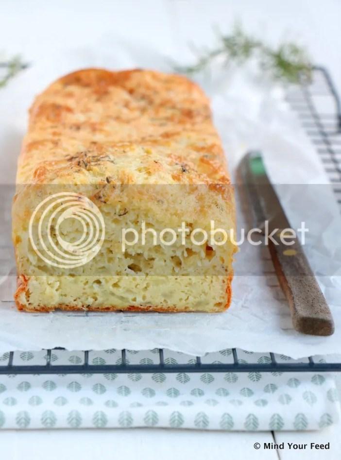 hartige cake met kaas en uien