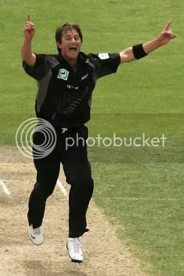 Shane Bond gets a wicket