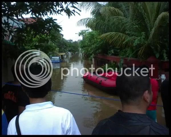 Banjir didaerah kampus Pariwisata Trisakti