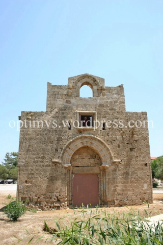 Bisericuta Sfanta Ecaterina, prizoniera intr-o baza militara (I)