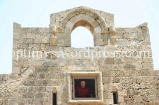 Bisericuta Sfanta Ecaterina, prizoniera intr-o baza militara (II)