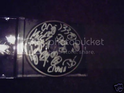 "//i49.photobucket.com/albums/f293/bandmerchandise/slipknot-signed-cd.jpg"" cannot be displayed, because it contains errors."