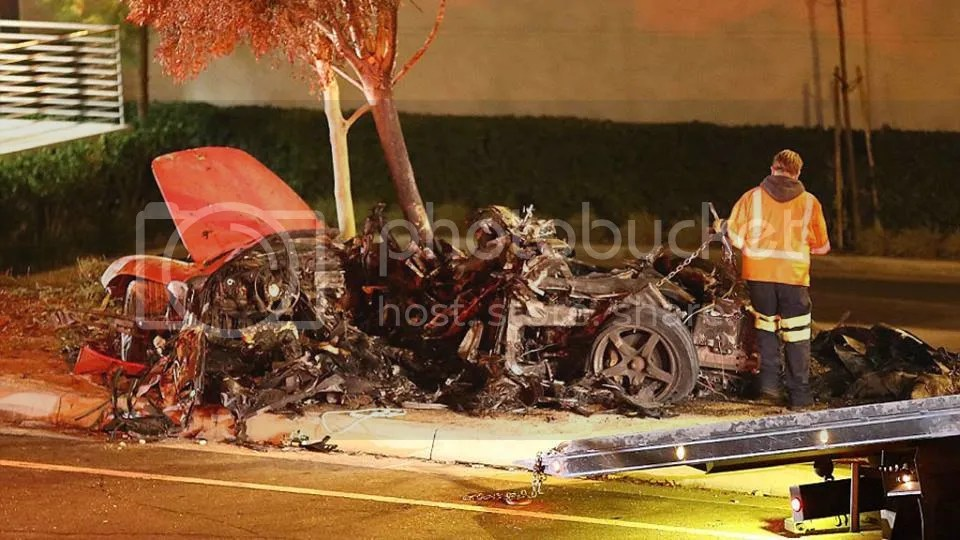 Paul Walker Porsche Carrera GT wreckage