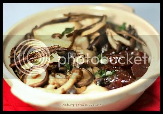 杂菇腊肠煲仔饭