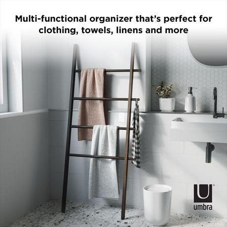 umbra hub ladder echelle porte vetements metal noir et bois coloris noyer extensible en largeur dimension 152 x 41 ou 60cm x 3 8 cm