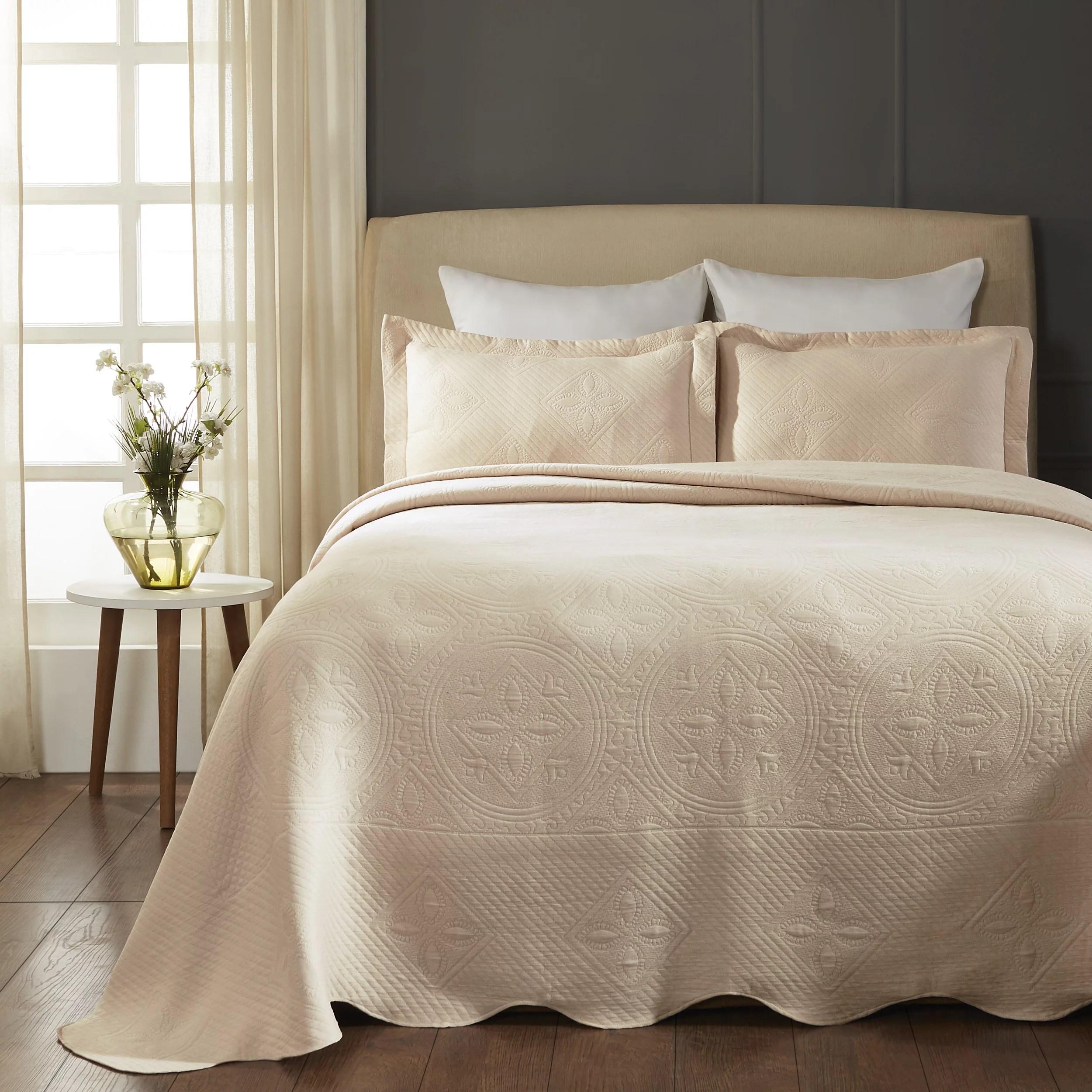 impressions 100 percent cotton celtic circle scalloped matelasse bedspread king bisque