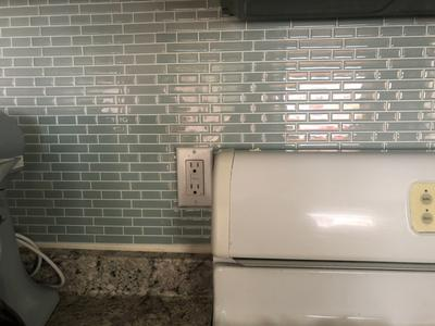 inhome sea glass 10 in x 10 in peel and stick resin backsplash tiles 4 pack