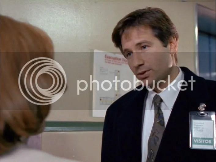 Scully: Thats spooky. Mulder: Thats my name, isnt it? Que bueno que luego de tres años, Mulder siga recordando su alias en el FBI