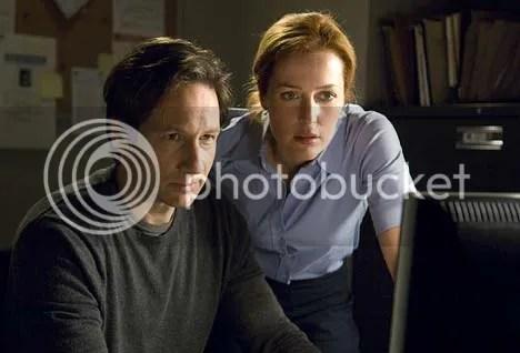 -Mira Scully, ahora vamos a ser protagonistas de una peli como las que me gustan- - Mas te vale que no tengas escenas con Skinner-