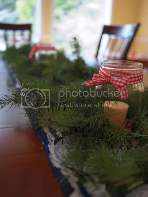 photo holidaytable_zpsb40114f8.jpg