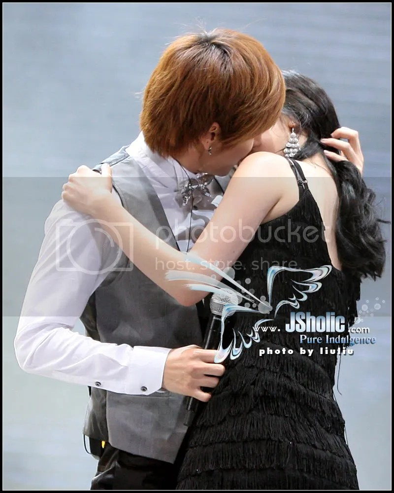 Teukie kisses (SSII Concert?)