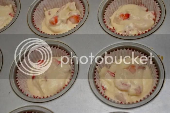 Strawberry rhubarb cupcake batter