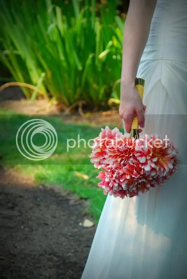 A La Mode Dahlia bridal bouquet
