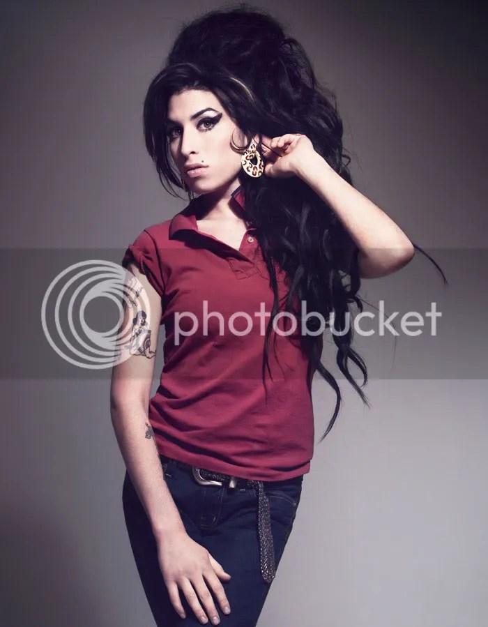 Amy Winehouse lança linha de roupas