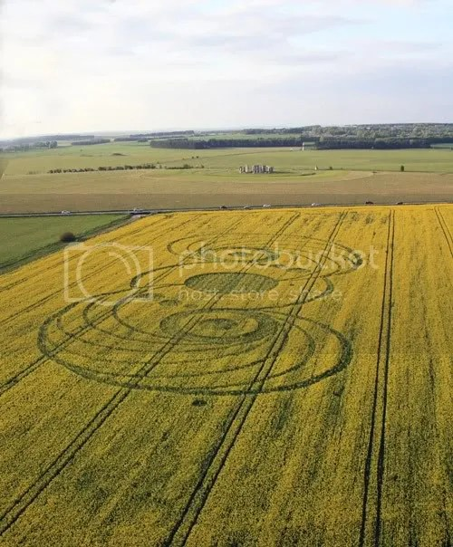 crop circle,Stonehenge