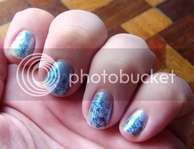 Snowflake manicure