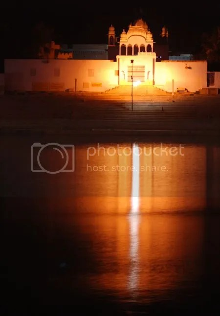 photo DSC_1600PushkarHolyLakeAtNight.jpg
