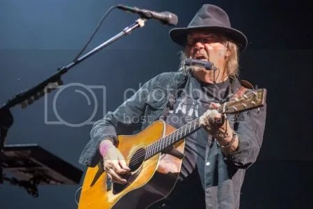 photo neilyoung-450.jpg