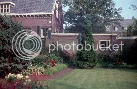 photo 081StAnnakerkHaagwegBredaPastorietuinKijkendRichtingHaagwegNr5.jpg