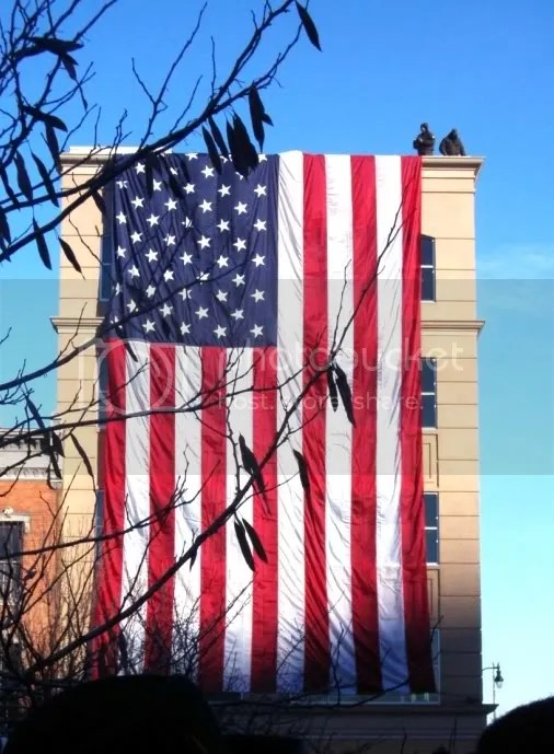 A giant U.S. flag was draped from a building in Springfield, Illinois, at Barack Obamas announcement of candidacy for the U.S. presidency, February 24, 2007 -- photo from JeromeProphet