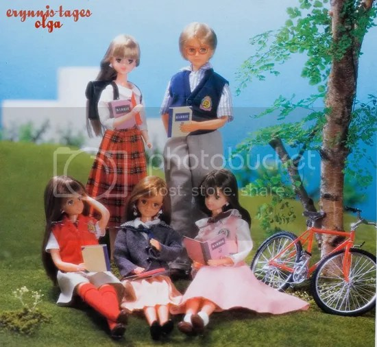 Ma -Ba Barbie and her friends (the picture from the back of the Barbies box) from the left: Barbie, Ken, Stephanie, Noel and Sophie