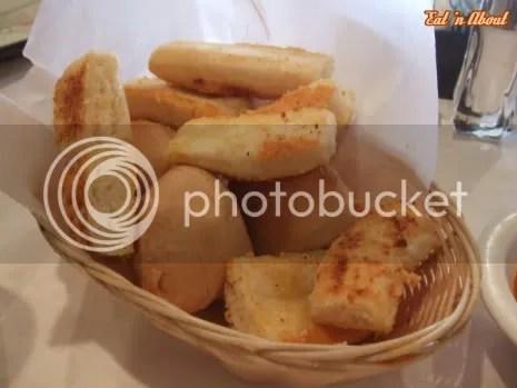 La Dolce Vita Trattoria: bread basket